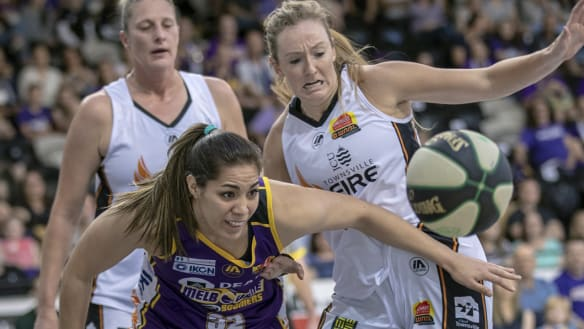 Desperate Melbourne Boomers douse Fire's late charge