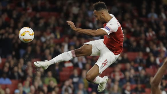 Arsenal cruise, Milan made to work in Europa League