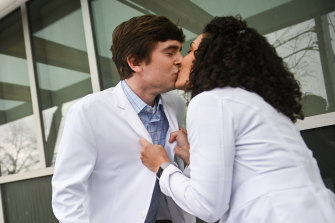 The Good Doctor season 3's Influence episode starring Freddie Highmore as Dr Shaun Murphy and his girlfriend Dr Carly Lever (Jasika Nikole).
