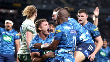 Blake Gibson begins the celebrations after crossing for the match- and title-winning try.