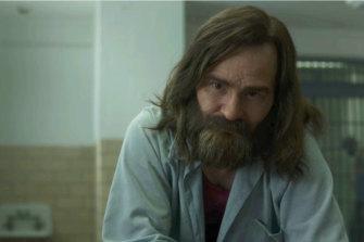 Damon Herriman as Charles Manson in Mindhunter.