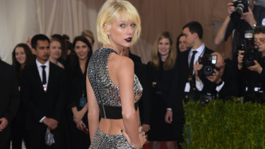 Taylor Swift arrives at the Met Gala.