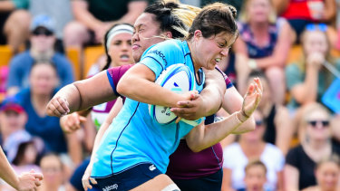 Grace Hamilton in action for NSW against Queensland.