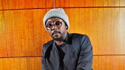 Black Eyed Peas star accuses Qantas staff of being 'racist'