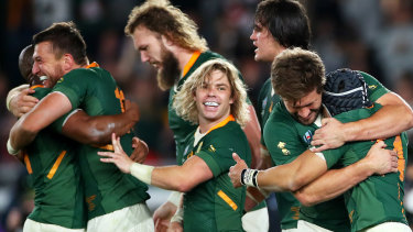 Cheslin Kolbe celebrates with Handre Pollard, Frans Steyn, RG Snyman and Franco Mostert.