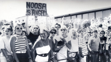 An angry crowd outside the Noosa Courthouse during an appearance by Beck and Watts.