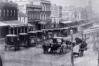 Hansom cabs line up in Lonsdale Street a few years before Fergus Hume wrote his bestselling mystery.
