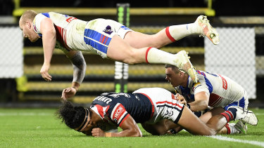 Sitili Tupouniua scores for the Roosters despite the flying effort of Mitch Barnett.