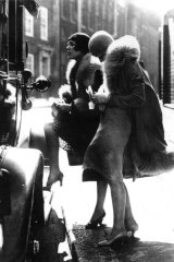 Two women on a Berlin street in the 1930s.