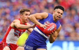 Jason Johannisen of the Bulldogs runs with the ball during the 2016 grand final match between the Sydney Swans and the Western Bulldogs at the Melbourne Cricket Ground.