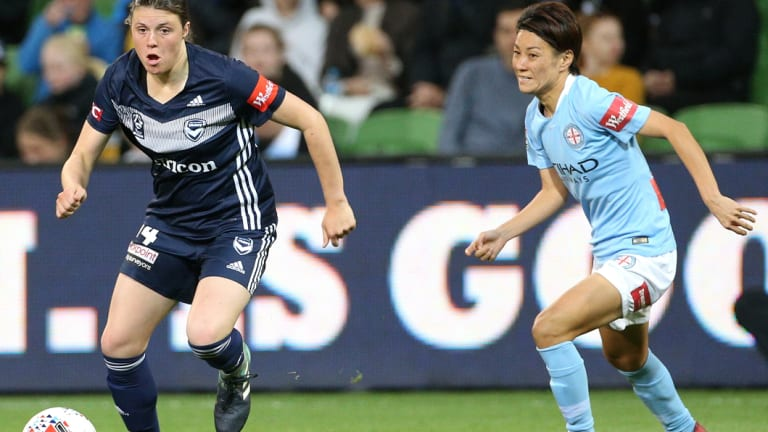 Melina Ayres of Victory deletes clear positions of Yukari King during the 3rd round of the W-League Melbourne derby.