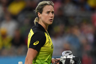 The long walk off - Ellyse Perry was unable to get the job done with the bat.