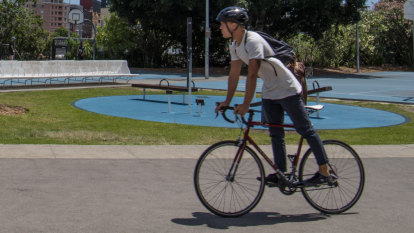 Labor vows 'end to war on cyclists' with $412m for active transport