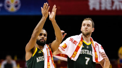 'Outstanding' Boomers stay undefeated, avoid US quarter-final showdown