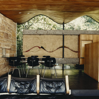 This image of Buhrich House in Iconic Australian Houses by Stephen Todd shows the wavy roof and ceiling of this house designed by Hugh Buhrich makes it truly iconic.