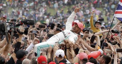 Hamilton wins at Silverstone to claim record sixth British Grand Prix