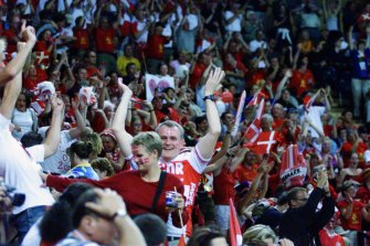 Handball was played in front of raucous crowds at Sydney 2000.