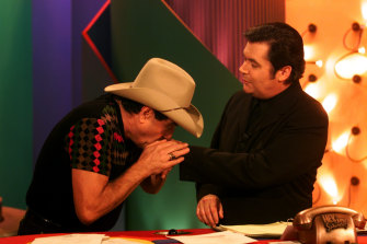 Molly Meldrum gives  Darryl a kiss on the hand during Hey Hey It's Saturday finale.