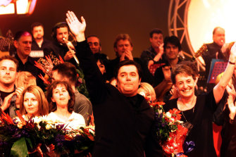 Daryl Somers waves goodbye in the final episode of Hey Hey It's Saturday in 1999.