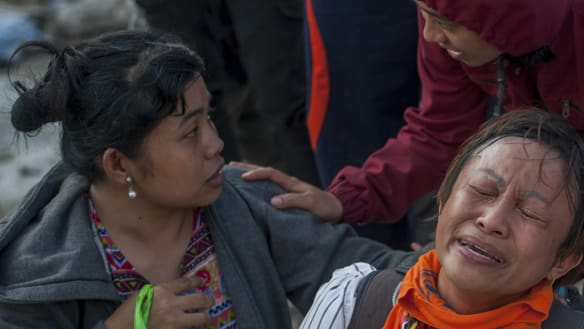 Foreign aid picks up for Indonesia's desperate tsunami, quake survivors