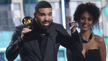 Drake accepts the award for best rap song for God's Plan.