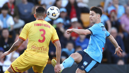 Baumjohann-inspired Sydney FC sucker-punched by late Adelaide rally