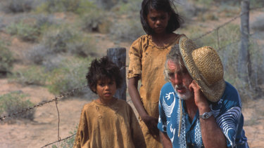Phillip Noyce during filming of Rabbit Proof Fence.