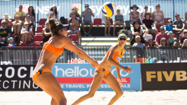 Mariafe Artacho del Solar andTaliqua Clancy playing in world tour event at Manly beach, Sydney, in 2018.