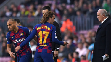 Braithwaite replaces Antoine Griezmann for his Barcelona debut.