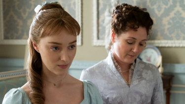 Phoebe Dynevor as Daphne Bridgerton and Ruth Gemmell as Lady Violet Bridgerton.