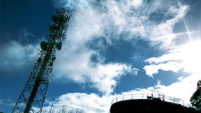Telstra sells towers stake for $2.8b to return half the money to shareholders