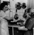 In 1961, home economist and cooking editor Margaret Fulton shows her daughter Suzanne, 11, how to avoid waste in cooking and save money.