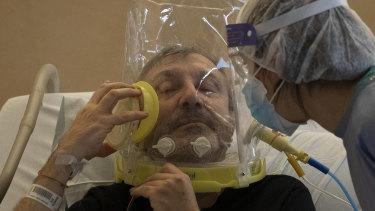 Nazzareno Santilli is treated by Dr Elisabetta Teti in a sub-intensive COVID-19 unit in a Rome hospital.