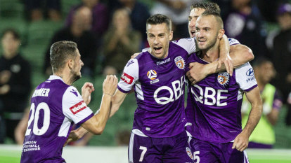 Glory clinch A-League's Premiers Plate with win over Jets