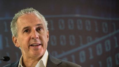 Telstra boss Andy Penn set to avoid pay revolt
