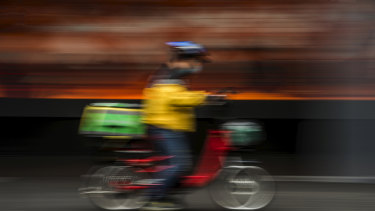 The government says proposals for a mandatory personal injury scheme will focus on food delivery riders.