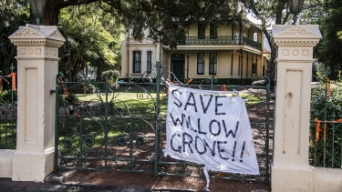 "The CFMEU says it will put ""bodies in front of machinery"" to protect historic Willow Grove."
