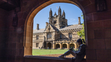 The University of Sydney is putting in place online study options for its Chinese students.