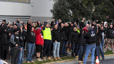 Hundreds of CFMMEU workers protesting outside the Hawthorn East building site on Wednesday morning. Victoria Police said it would fine the organiser.