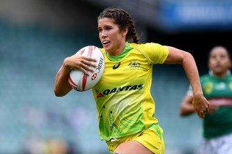 Australia's golden girl Charlotte Caslick on the fly.