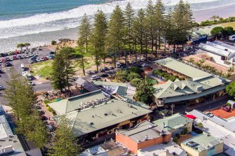 A nurse and her sister travelled to Byron Bay venues, including the Beach Hotel, while unknowingly infectious.