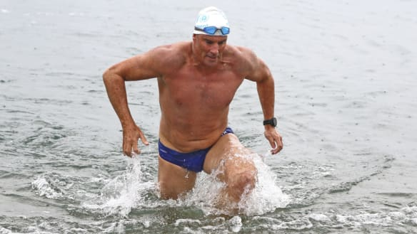Athlete becomes first person to swim English Channel length