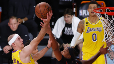 Laker Alex Caruso drives to the basket.