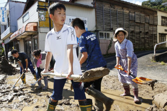 People start cleaning up in Marumori, Miyagi Prefecture, on Sunday.