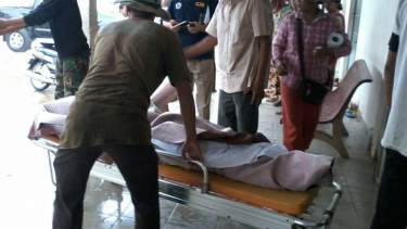 A man being stretchered into a hospital after the incident in Kampong Speu.