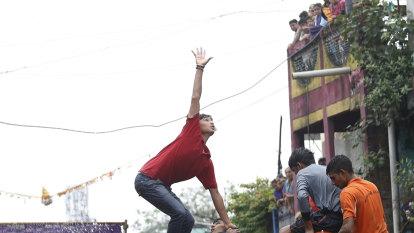 Human pyramids banned at Mumbai's 'Lord Krishna' festival this year
