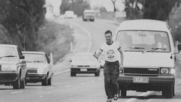 Cliff Young running from Sydney to Melbourne in 1983