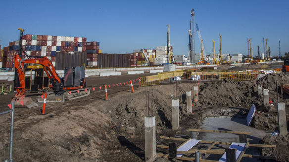 Opposition slams pay deal for construction workers