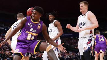 'Only' 193cm: Jae'Sean Tate rebounds against the 36ers.