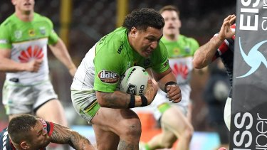 Josh Papalii scores a try against the Roosters.